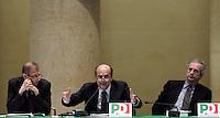 Da sinistra, Piero Fassino, Pierluigi Bersani ed il segretario del Partito Democratico Walter Veltroni durante l'incontro tra governo ombra e parti sociali sulle proposte contro la crisi economica, a Roma, 14 febbraio 2009..UPDATE IMAGES PRESS/Riccardo De Luca