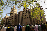 MALI Mopti , The Grand Mosque, an earthen structure built in the traditional Sudanese style between 1936 and 1943, is commonly called the Mosque of Komoguel, rebuild by Aga Khan Foundation, UNESCO world heritage, friday prayer /Grosse Moschee aus Lehm ist UNESCO Weltkulturerbe