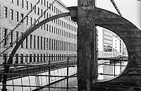 Berlino, quartiere Mitte. Particolare dell'antico ponte Jungfernbrücke sul canale della Spree --- Berlin, Mitte district. Detail of the old Jungfern bridge over the Spree canal