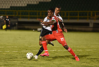 TUNJA - COLOMBIA, 28-03-2021: Yonatan Murillo de Patriotas Boyaca F. C. y Jhonier Blanco de Aguilas Doradas Rionegro disputan el balon durante partido de la fecha 15 entre Patriotas Boyaca F. C. y Aguilas Doradas Rionegro por la Liga BetPlay DIMAYOR I 2021 jugado en el estadio La Independencia de la ciudad de Tunja. / Yonatan Murillo of Patriotas Boyaca F. C. and Jhonier Blanco of Aguilas Doradas Rionegro fight for the ball during a match of the 15th date between Patriotas Boyaca F. C. and Aguilas Doradas Rionegro for the BetPlay DIMAYOR I 2021 League played at the La Independencia stadium in Tunja city. / Photo: VizzorImage / Macgiver Baron / Cont.