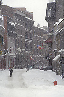 Neige dans le vieux Montreal, <br /> vers 1999<br /> <br /> Snow in Old-Montreal circa 1999<br /> <br /> PHOTO : Agence Quebec Presse