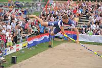 FIERLJEPPEN: POLSBROEKERDAM: 24-08-2013, NK Fierljeppen, Thewis Hobma winnende  sprong 20.45m, ©foto Martin de Jong