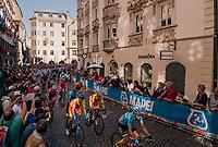 peloton with later winner Alejandro Valverde (ESP/Movistar) in it cheered on downtown Innsbruck<br /> <br /> MEN ELITE ROAD RACE<br /> Kufstein to Innsbruck: 258.5 km<br /> <br /> UCI 2018 Road World Championships<br /> Innsbruck - Tirol / Austria