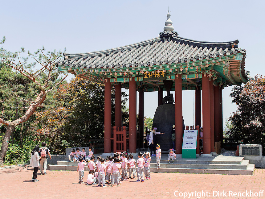 Glocke Hyowon der Festung-Hwaseong von Suwon, Provinz Gyeonggi-do, Südkorea, Asien, Unesco-Weltkulturerbe<br /> Bell Hyowon of fortress Hwaseong, Suwon, Province Gyeonggi-do, South Korea Asia, UNESCO World-heritage