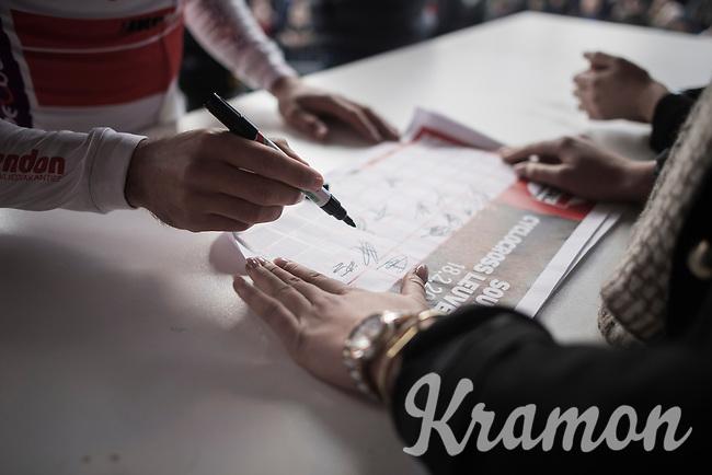 signing the start list<br /> <br /> men's race<br /> CX Soudal Classics Leuven/Belgium 2017