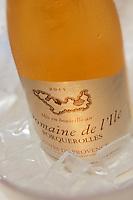 Europe/Provence-Alpes-Côte d'Azur/83/Var/Iles d'Hyères/Ile de Porquerolles: Restaurant du Pêcheur-Hôtel Le Porquerollais  - Service du Vin Rosé du Domaine de l'Ile, AOC Côtes de Provence