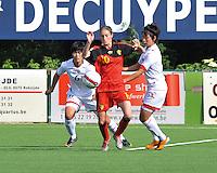 Belgium A - North Korea friendly game at Koksijde KVV Stadium - Belgie - Noord Korea : .Tessa Wullaert aan de bal voor 6. Ro Chol Ok en  5. Yun Song Mi  .foto David Catry / Joke Vuylsteke / Vrouwenteam.be