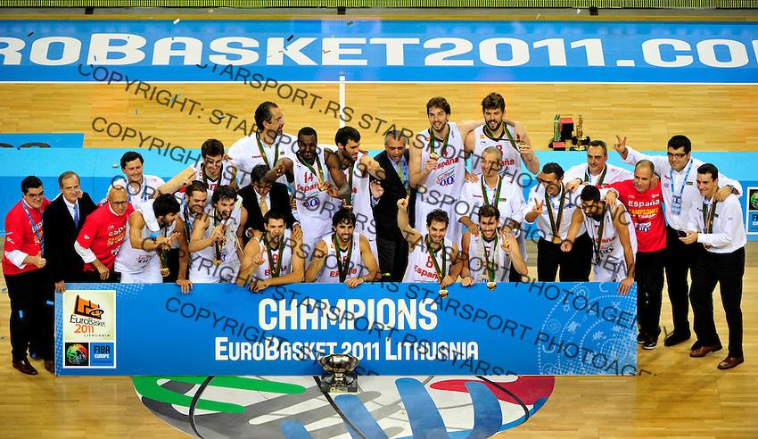 Victory ceremony, Spain, Fernando Reyes, final Eurobasket 2011 game between Spain and France in Kaunas, Lithuania, Sunday, September 18, 2011. (photo: Pedja Milosavljevic)
