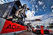 #7 Acura Team Penske Acura DPi, DPi: Helio Castroneves, Ricky Taylor, Graham Rahal, pit stop
