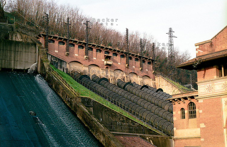 La centrale idroelettrica Edison Esterle di Porto d'Adda, in Brianza --- The hydroelectric power plant Edison Esterle of Porto d'Adda, in Brianza