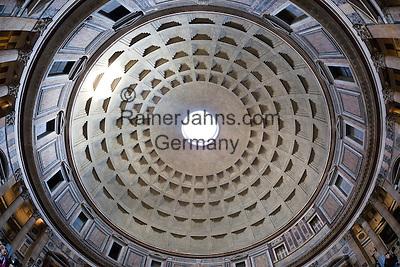 Italy, Lazio, Rome: Interior view of the cupola inside the Pantheon, Piazza della Rotonda | Italien, Latium, Rom: Innenansicht der Kuppel des Pantheon auf der Piazza della Rotonda