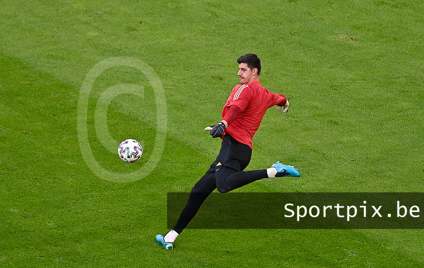Belgian goalkeeper Thibaut Courtois (1) pictured during warming up of a soccer game during the quarter final Euro 2020 European Championship between the Belgian national soccer team Red Devils and Italy , called the Azzurri , on friday 2 nd of July 2021  in the Allianz Arena in Munchen , Germany . PHOTO SPORTPIX | SPP | DAVID CATRY