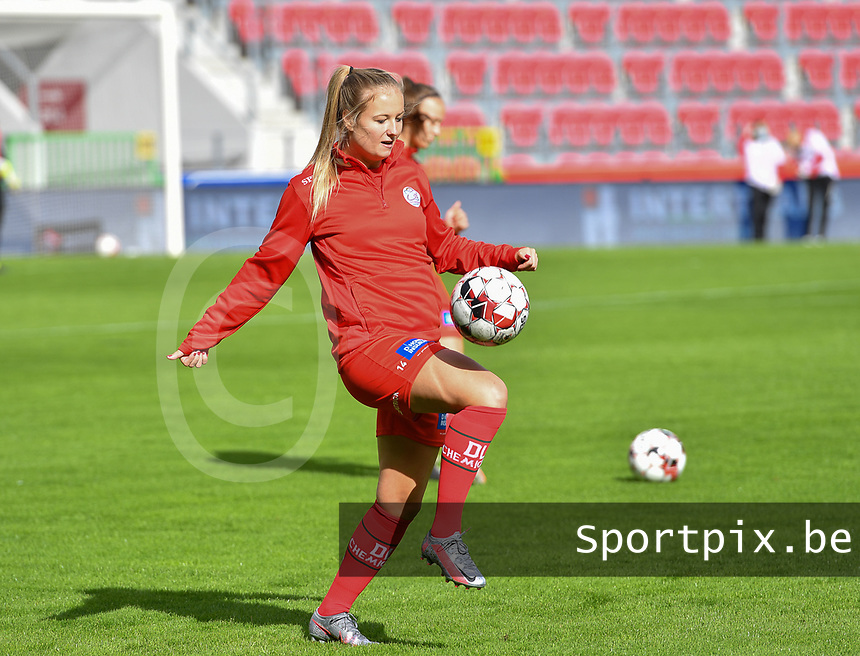 Essevee's Corina Luijks pictured before a female soccer game between Zulte Waregem and the KAA Gent Ladies on the fourth matchday of the 2020 - 2021 season of Belgian Scooore Womens Super League , saturday 10 October 2020  in Waregem , Belgium . PHOTO SPORTPIX.BE | SPP | DAVID CATRY