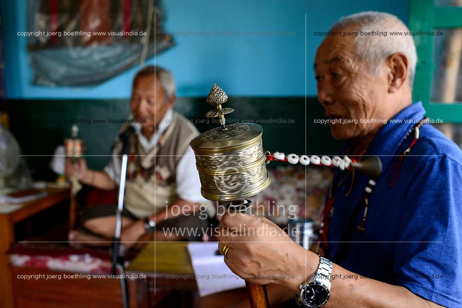 NEPAL Pokhara, tibetan refugee camp Prithvi, old tibetan freedom fighter Tashi Tahsi, 83 years old, he was trained in the 1950´s by the CIA to fight the chinese occupants in Tibet from Upper Mustang / NEPAL Pokhara, tibetisches Fluechtlingslager Prithivi, Tibeter Tashi Tahsi, 83 Jahre, ethnische Gruppe Khampa, wurde in den 1950er Jahren von der CIA in den USA zum Kampf gegen die chinesische Invasion in Tibet als Kaempfer ausgebildet und kaempfte von Upper Mustang aus gegen die chinesische Armee, lebt seit Aufgabe des Kampfes in diesem Lager