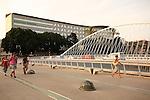 Pasarela sobre el Rio Segura del Arquitecto Calatrava, con el Hospital General Reina Sofia al fondo. Murcia.