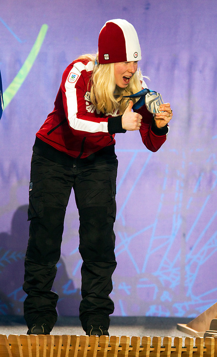 Viviane Forest, Vancouver 2010 - Para Alpine Skiing // Ski para-alpin.<br /> Viviane Forest receives her silver medal in Para Alpine Skiing // Viviane Forest reçoit sa médaille d'argent en ski para-alpin. 14/03/2010.
