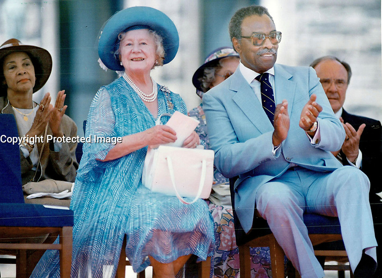 The Queen Mum with Lieutenant-Governor Lincoln Alexander during last year's running of the Queen's Plate horse race in Toronto.<br /> <br /> Photo : Boris Spremo - Toronto Star archives - AQP