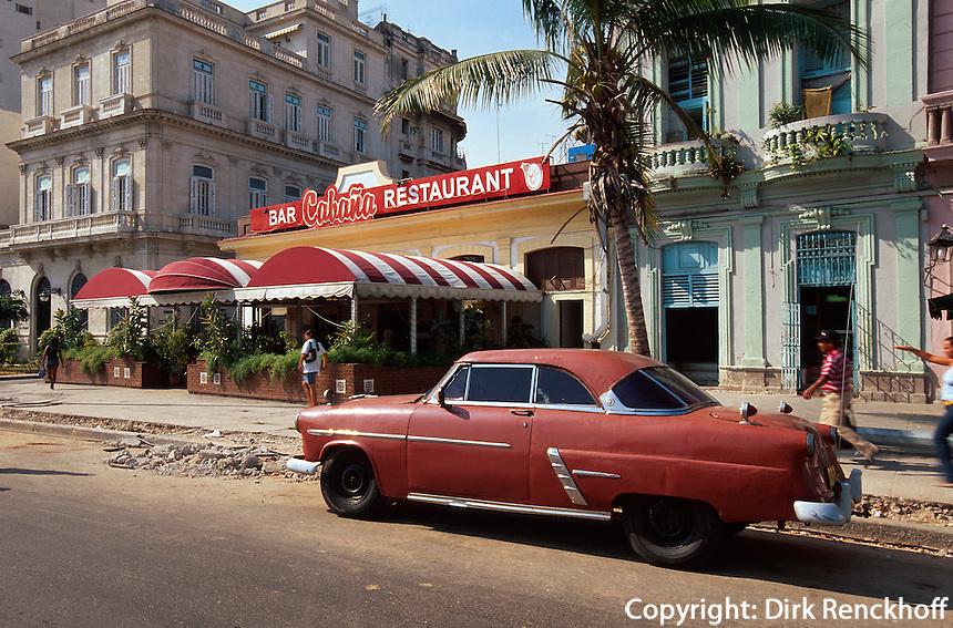 Cuba, Oldtimer am Parque des los Martires in Habana, Unesco-Weltkulturerbe