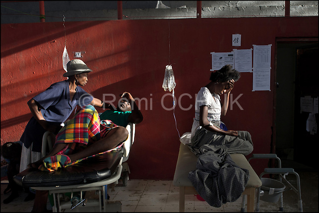 © Remi OCHLIK/IP3 - Cap Haitien on 2010 november 15 - People suffering from Cholera are treated by MSF in the Gymnasium of Cap Haitien transformed in hospital