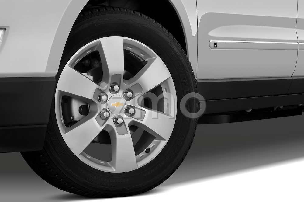 Tire and wheel close up detail view of a 2009 Chevrolet Traverse LTZ