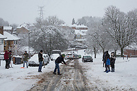 Helpful residents try to help stranded cars find a way up the hill<br /> Weather - the Snowfall in High Wycombe, England on 10 December 2017. Photo by Andy Rowland.