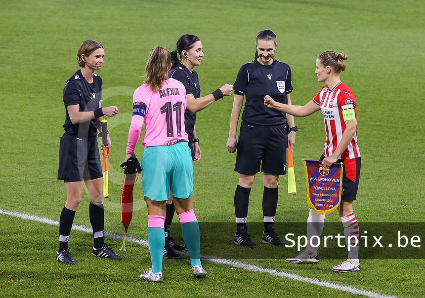 Mandy van den Berg (4 PSV) gives a fist bump to match referee Olga Zadinova during a female soccer game between PSV Eindhoven Vrouwen and Barcelona, in the round of 32, 1st leg of Uefa Womens Champions League of the 2020 - 2021 season , Wednesday 9th of December 2020  in , Eindhoven, the Netherlands. PHOTO SPORTPIX.BE | SPP | SEVIL OKTEM