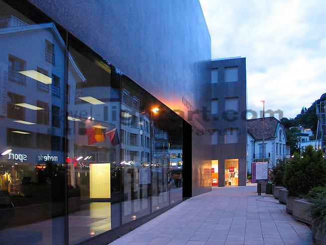 Abendstimmung in Vaduz, Kunstmuseum Liechtenstein (KuMuLi),.Architektur,..Photo: Paul Trummer