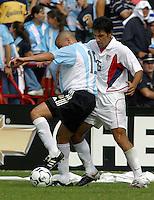 AndrŽs D'Alesandro, left, Pablo Mastroeni, right, Argentina vs. USA, Miami, Fla.