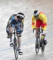 CALI – COLOMBIA – 19-02-2017: Erik Balzer (Izq.) de Alemania y Juan Peralta (Der.) de España en la prueba Velocidad hombres en el Velodromo Alcides Nieto Patiño, sede de la III Valida de la Copa Mundo UCI de Pista de Cali 2017. / Erik Balzer (L) from Alemania and Juan Peralta (R) from Spain in the Men´s Sprint Race at the Alcides Nieto Patiño Velodrome, home of the III Valid of the World Cup UCI de Cali Track 2017. Photo: VizzorImage / Luis Ramirez / Staff.