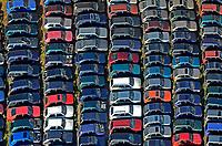 Schrottplatzt: EUROPA, DEUTSCHLAND, HAMBURG,  (EUROPE, GERMANY),  Auto-Schrottplatz. - Aufwind-Luftbilder - Stichworte: Abwrackpraemie, Umweltpraemie, Altmetall, Autohalde, Autorecycling, Autowracks, DEU, Deutschland, Luftaufnahme, luftbild, Luftfotografie, Recycling, Schrott, schrottplatz, Schrottverwertung, Uebersicht, Vogelperspektive, Wiederverwertung, Auto, Autos, Autoschrottplatz, Verwertung
