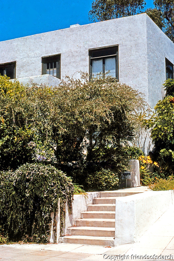 Irving Gill: 3735 8th Ave., San Diego. 1910. Second of four Cossitt Cottages. Photo 2000.