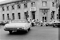 1973 FIN - BANQUE ROYALE et Pietons