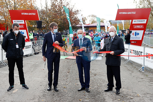Ready for the start of Stage 7 of the Vuelta Espana 2020 running 159.7km from Vitoria-Gasteiz to Villanueva de Valdegovia, Aramon Formigal, Spain. 27th October 2020.  <br /> Picture: Luis Angel Gomez/PhotoSportGomez | Cyclefile<br /> <br /> All photos usage must carry mandatory copyright credit (© Cyclefile | Luis Angel Gomez/PhotoSportGomez)