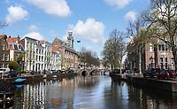 Nederland Leiden 2021.   Rapenburg. Links het Academiegebouw van de Universiteit Leiden.   Foto ANP /  Hollandse Hoogte / Berlinda van Dam