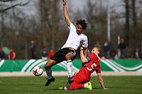Etienne Amenyido (Deutschland, Borussia Dortmund) gegen Dominik Dinga (Serbien) - 25.03.2017: U19 Deutschland vs. Serbien, Sportpark Kelsterbach