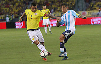 BARRANQUILLA  -COLOMBIA , 17 ,NOVIEMBRE-2015. Edwin Cardona jugador de Colombia   disputa el balon con Paulo Dybala  de Argentina    por la fecha 4 de las eliminatorias para el mundial de Rusia 2018 jugado en el estadio Metropolita Roberto Meléndez./ Edwin Cardona of Colombia fights for the ball with Paulo Dybala of Argentina  during   a match between Colombia and Argentina as part of FIFA 2018 World Cup Qualifier fourt date at Metropolitano Roberto Melendez Stadium on November 17, 2015 in Barranquilla, Colombia. Photo: VizzorImage / Felipe Caicedo / Staff