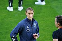 Torwart/Goalie Manuel Neuer (Deutschland Germany) ist nicht dabei und trinkt Kaffee - St. Gallen 02.09.2021: Lichtenstein vs. Deutschland, WM-Qualifikation, St. Gallen
