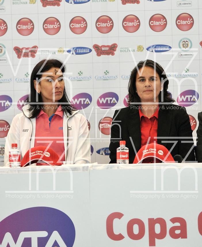 BOGOTÁ-COLOMBIA-13-02-2013: Se realizó a cabo el lanzamiento de la Copa de Tenis Claro-Colsanitas 2013 en la ciudad de Bogotá, febrero 13 de 2013, Evento que se realizó en El Cubo, con la presencia de la ex tenista Fabiola Zuluaga y de La espa{ola Conchita Martínez ex número dos del mundo, las cuales disputaron un  Short Set, que favoreció a la española 4-2, el torneo va del 16 al 24 de febrero de los corrientes. (Foto: VizzorImage / Luis Ramirez / Staff). Was launched Tennis Cup Clao- Colsanitas 2013, in Bogotá, February 13, 2013, an event that took place in The Cube, with the presence of former tennis Fabiola Zuluaga and the spanish Conchita Martinez, ex world number two, which played out a Short Set, which favored to the spanish 4-2, the tournament runs from 16 to 24 February the currents. (Photo: VizzorImage / Luis Ramirez / Staff)......