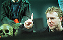 Samuel West  in Hamlet RSC, opens at the Royal Shakespeare Theatre on 2/5/01  Pic Geraint Lewis