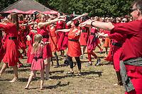 """Weltrekordversuch im Tanz """"Wuthering Heights"""" von Kate Bush.<br /> Am Samstag den 16. Juli 2016 versuchten mehrere hundert Menschen auf dem Tempelhofer Feld in Berlin-Neukoelln einen neuen Weltrekordversucht im Tanz """"Wuthering Heights"""" nach einem Musikstueck der britischen Saengerin Kate Bush. Sie hatten sich dafuer, wie in dem Musikvideo zum dem Musikstueck, rote Kleidern angezogen.<br /> Inspiriert durch 300 Menschen die das Kate Bush-Video in Brighton nachtanzten, hofften die Veranstalter noch mehr """"Kates Bushs"""" zusammen zu bekommen, um das Wuthering Heights Erlebnis nachzuspielen. Die meissten Menschen kamen fuer dieses Ereignis in Australien mit mehreren tausend zusammen.<br /> 16.7.2016, Berlin<br /> Copyright: Christian-Ditsch.de<br /> [Inhaltsveraendernde Manipulation des Fotos nur nach ausdruecklicher Genehmigung des Fotografen. Vereinbarungen ueber Abtretung von Persoenlichkeitsrechten/Model Release der abgebildeten Person/Personen liegen nicht vor. NO MODEL RELEASE! Nur fuer Redaktionelle Zwecke. Don't publish without copyright Christian-Ditsch.de, Veroeffentlichung nur mit Fotografennennung, sowie gegen Honorar, MwSt. und Beleg. Konto: I N G - D i B a, IBAN DE58500105175400192269, BIC INGDDEFFXXX, Kontakt: post@christian-ditsch.de<br /> Bei der Bearbeitung der Dateiinformationen darf die Urheberkennzeichnung in den EXIF- und  IPTC-Daten nicht entfernt werden, diese sind in digitalen Medien nach §95c UrhG rechtlich geschuetzt. Der Urhebervermerk wird gemaess §13 UrhG verlangt.]"""