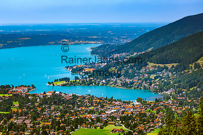 Deutschland, Bayern, Oberbayern, Tegernseer Tal, Blick vom Wallberg ueber den Tegernsee | Germany, Bavaria, Upper Bavaria, view from Wallberg mountain across Tegernseer Valley with Lake Tegern