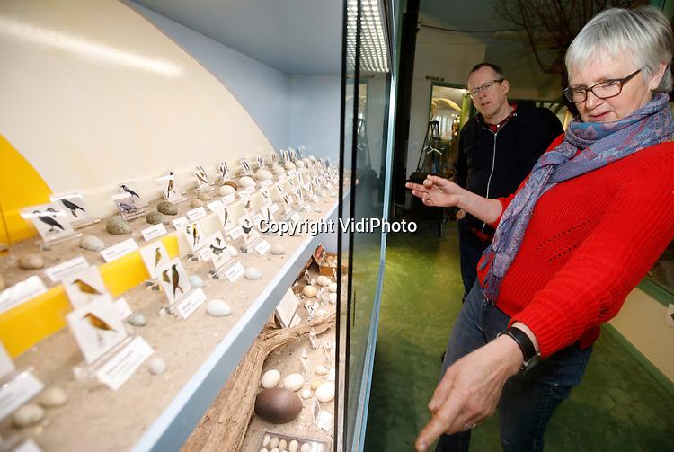 Foto: VidiPhoto<br /> <br /> WILLIGE LANGERAK – Duizenden bezoekers weten jaarlijks natuurmuseum De Wielewaal in Willige Langerak bij Lopik te vinden. Ruim 600 opgezette dieren staan er tentoongesteld in diorama's en achter glas, met daarbij hun vindplaats. In de bijbehorende natuurtuin komen recreanten en toeristen tot rust. Foto: Marijke Rijneveld.
