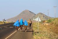 KENYA, Marsabit, muslim children with headscarf walking on the road from school to home/ KENIA, muslimische Kinder mit Kopftuch ghen auf Strasse von der Schule nach Hause