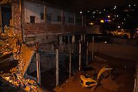 SAO PAULO, SP - 10.12.2014 - IMÓVEL DESABA NA ZONA SUL - Um Imóvel desabou no fim da noite de terça-feira (9) no bairro do Jd. São Luiz, zona sul da capital paulista. O estabelecimento fica na Av. Maria Coelho Aguiar, proximo do Centro Empresarial de São Paulo, ele desabou por problemas estruturais e obras irregulares. Não houve vítimas e autoridades aguarda a defesa civil para avaliar o caso de interdição dos imóveis vizinhos.<br /> <br /> (Foto: Fabricio Bomjardim / Brazil Photo Press)