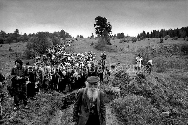Kirov (Vyatka) Region, Russia  .1998.Nearly 2000 pilgrims cross a destroyed bridge as they make the final leg of their three-day journey from Kirov to the Velikaya River. They are celebrating the founding of a 600-year-old icon. The year before only 400 pilgrims made the journey..