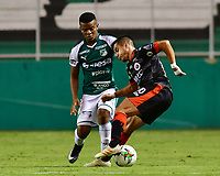 PALMIRA - COLOMBIA, 31-03-2019: Darwin Andrade del Cali disputa el balón con Matias Perez Garcia del Cucuta durante partido por la fecha 12 de la Liga Águila I 2019 entre Deportivo Cali y Cúcuta Deportivo jugado en el estadio Deportivo Cali de la ciudad de Palmira. / Darwin Andrade of Cali vies for the ball with Matias Perez Garcia of Cucuta during match for the date 12 as part Aguila League I 2019 between Deportivo Cali and Cucuta Deportivo played at Deportivo Cali stadium in Palmira city.  Photo: VizzorImage / Nelson Rios / Cont