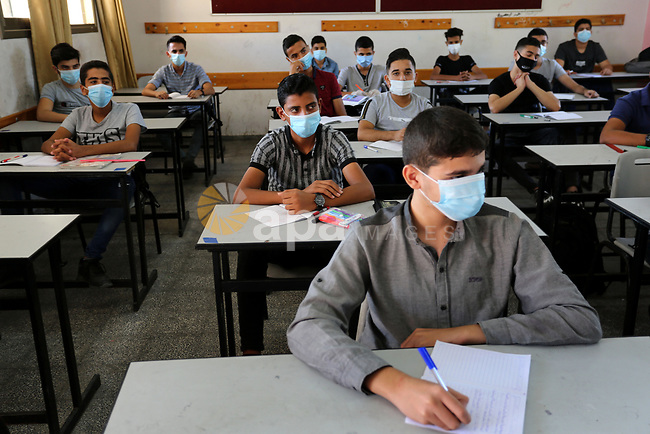 Palestinian students, wearing face masks, as they take part in the school return simulation, as a preventive measure amid the COVID-19 pandemic, organized by the Ministry of Education at a school, in Khan Younis in the southern of Gaza strip, on October, 4, 2020. Photo by Ashraf Amra
