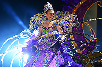 BARRANQUILLA - COLOMBIA ,01-03-2019: Con la coronación de la reina del Carnaval, Carolina Segebre y del rey momo, Freddy Cervantes, el Carnaval entra en su recta final para finalizar con los desfiles de las festividades del dios momo. El espectáculo realizado en el Estadio Romelio Martínez estuvo lleno de música, luz y mucha alegría. La velada terminó con la presentación del cantante Carlos Vives. / With the coronation of the Queen of Carnival, Carolina Segebre and the momo king, Freddy Cervantes, Carnival enters its final stretch to end with the parades of the festivities of the god momo. The show held at the  Romelio Martínez stadium  was full of music, light and great joy. The evening ended with the presentation of the singer Carlos Vives . Photo: VizzorImage / Alfonso Cervantes / Contribuidor.