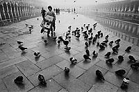 - acqua alta a Venezia (dicembre 1981)..- high water in Venice (December 1981)