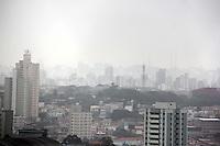 SÃO PAULO, SP, 05 DE DEZEMBRO 2011 - CLIMA TEMPO - Amanhecer na região sul da capital paulista onde o céu esta encoberto e névoa úmida em algumas áreas da Cidade segundo informações da CGE (Centro de Gerenciamento de Emergencia). FOTO: MILENE CARDOSO - NEWS FREE.